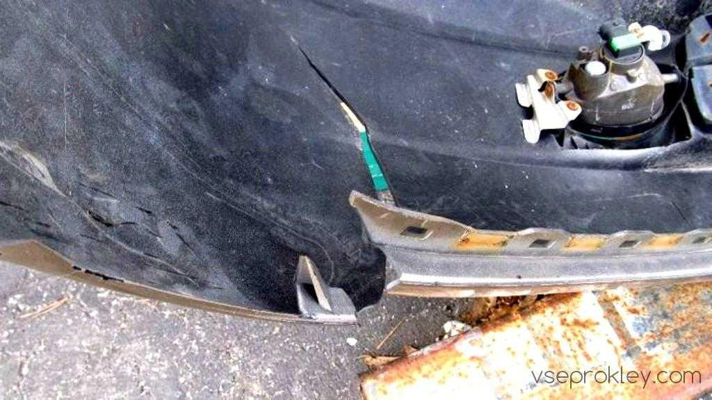 Как отремонтировать запчасть машины с помощью клея