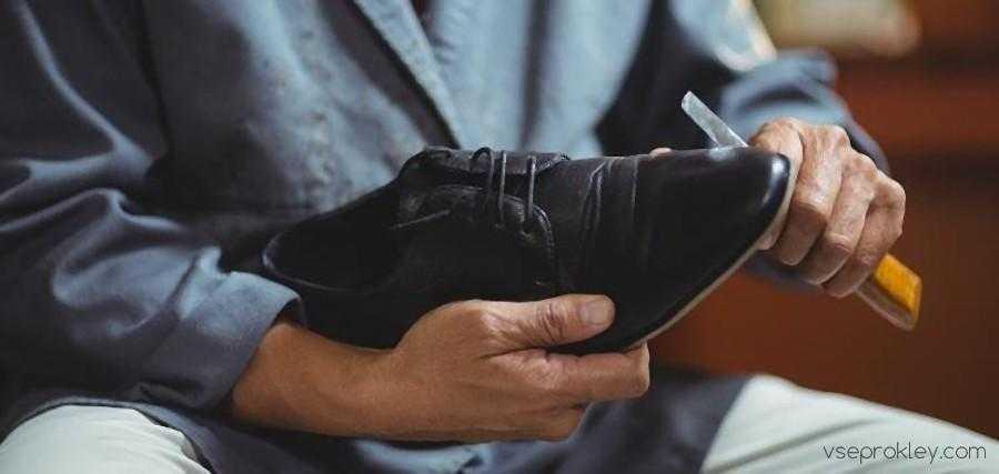 Чистка кожаной обуви после проклейки подошвы