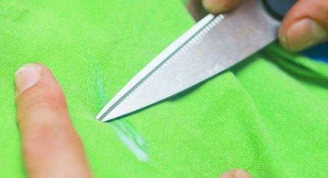 Соскребаем подтек с покрытия обычным способом