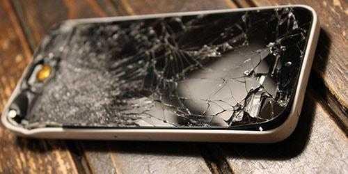 Разбитое мобильное устройство фото