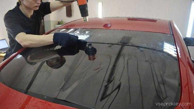 Как снять пленку со стекла автомобиля