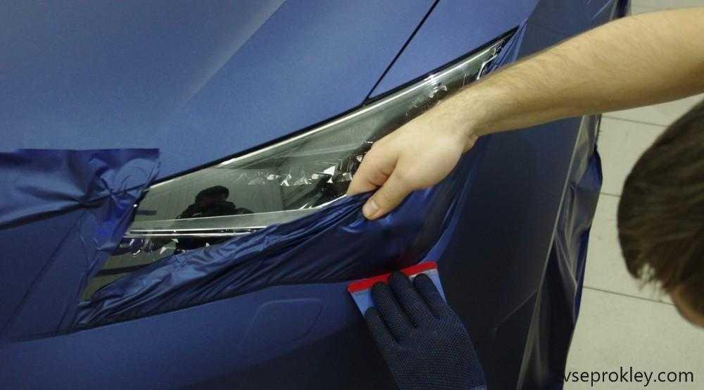 Аккуратное покрытие машины винилом с помощью ракеля