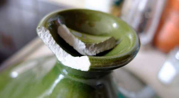 Скол на керамической вазе