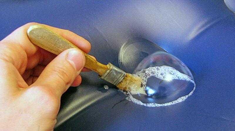 Метод определения прорехи в матраце с помощью мыльного раствора