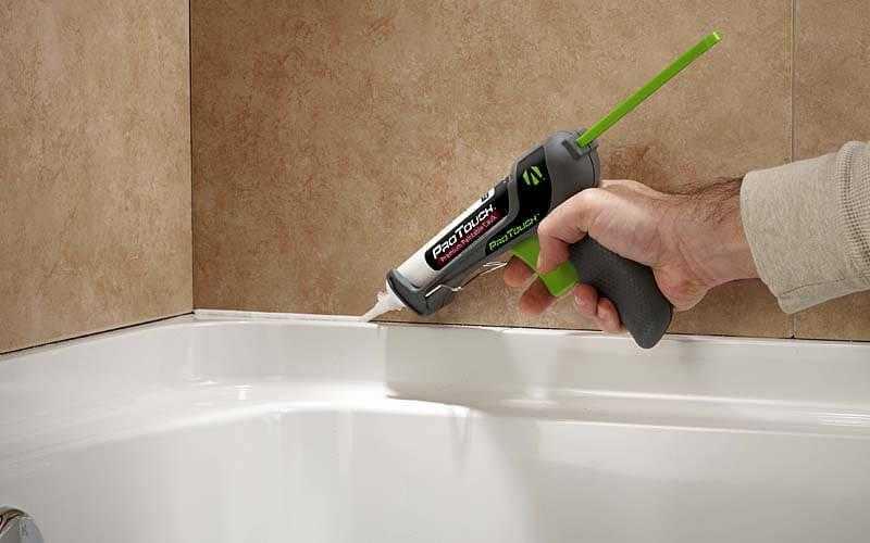 Уплотнение щелей в санитарной комнате фото