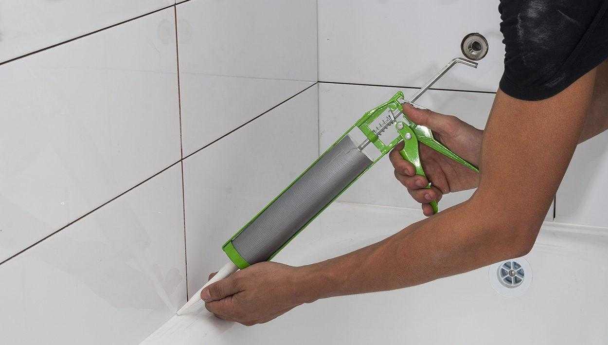 Средство для заделки полостей между стеной и ванной фото