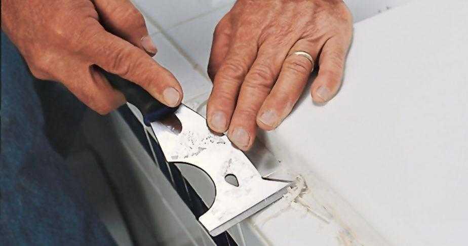 Очистка устаревшего герметизирующего шва фото