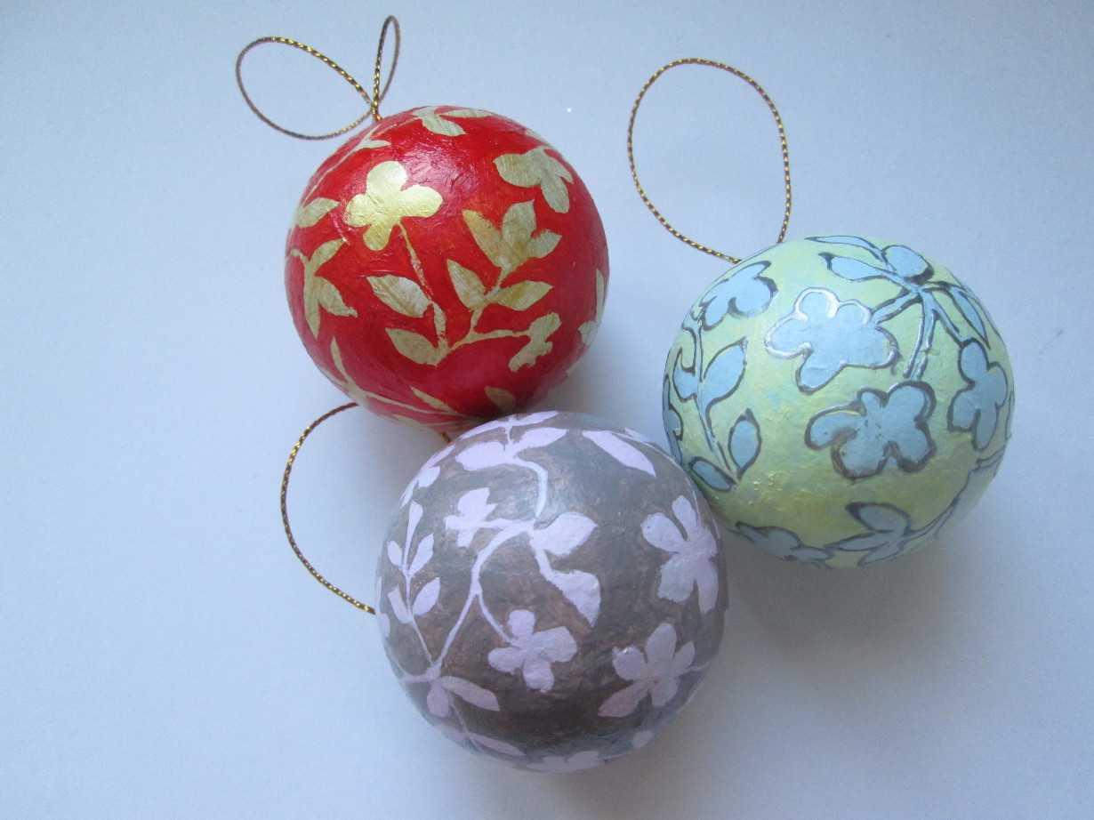 Самодельные шарики на елку из бумаги фото