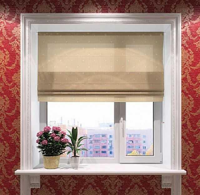 Украшение окна деревянными планками