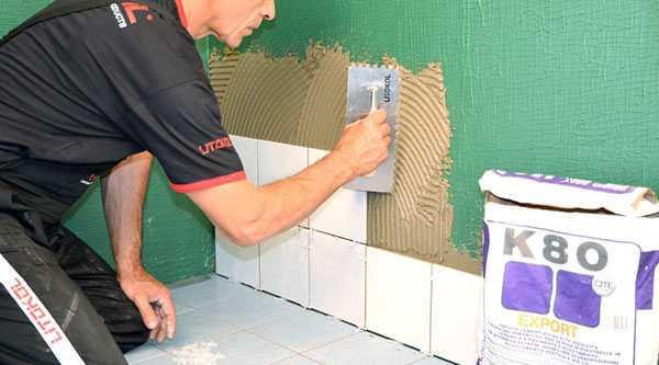 Укладывание кафеля на стену с помощью клея Литокол K-80