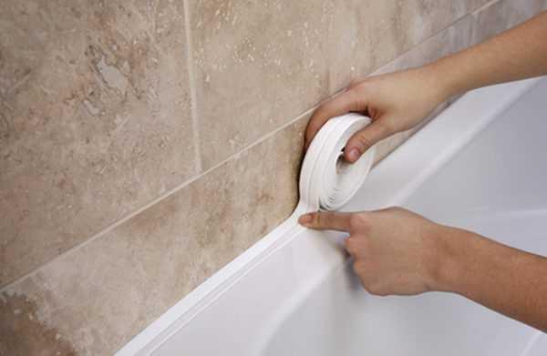Проклейка щелей в ванной бордюрной лентой фото
