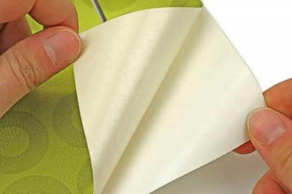 Двухслойный пленочный материал для оклейки
