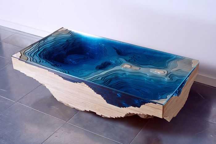 Дизайнерский стол из смолы и древесины