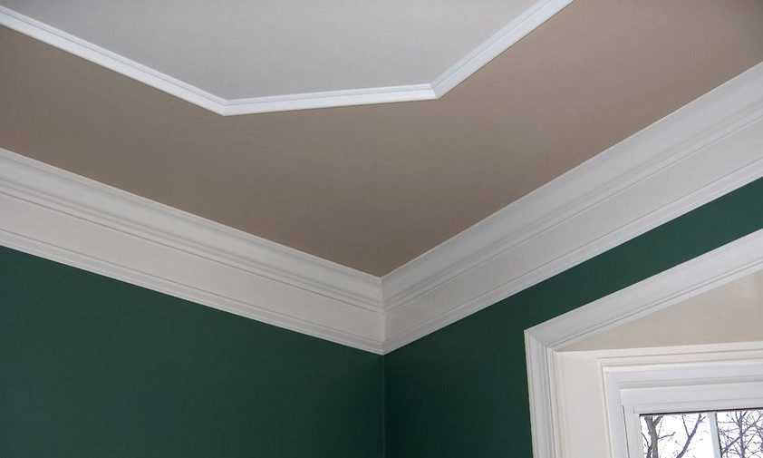 Декор стыков стен и потолка потолочной галтелью