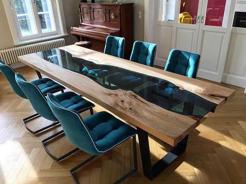 Красивый заливочный столик для обеда