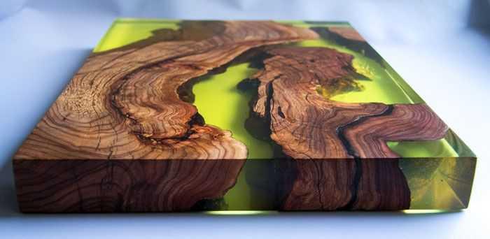 Оригинальный столик из спилов дерева и смолы: фото