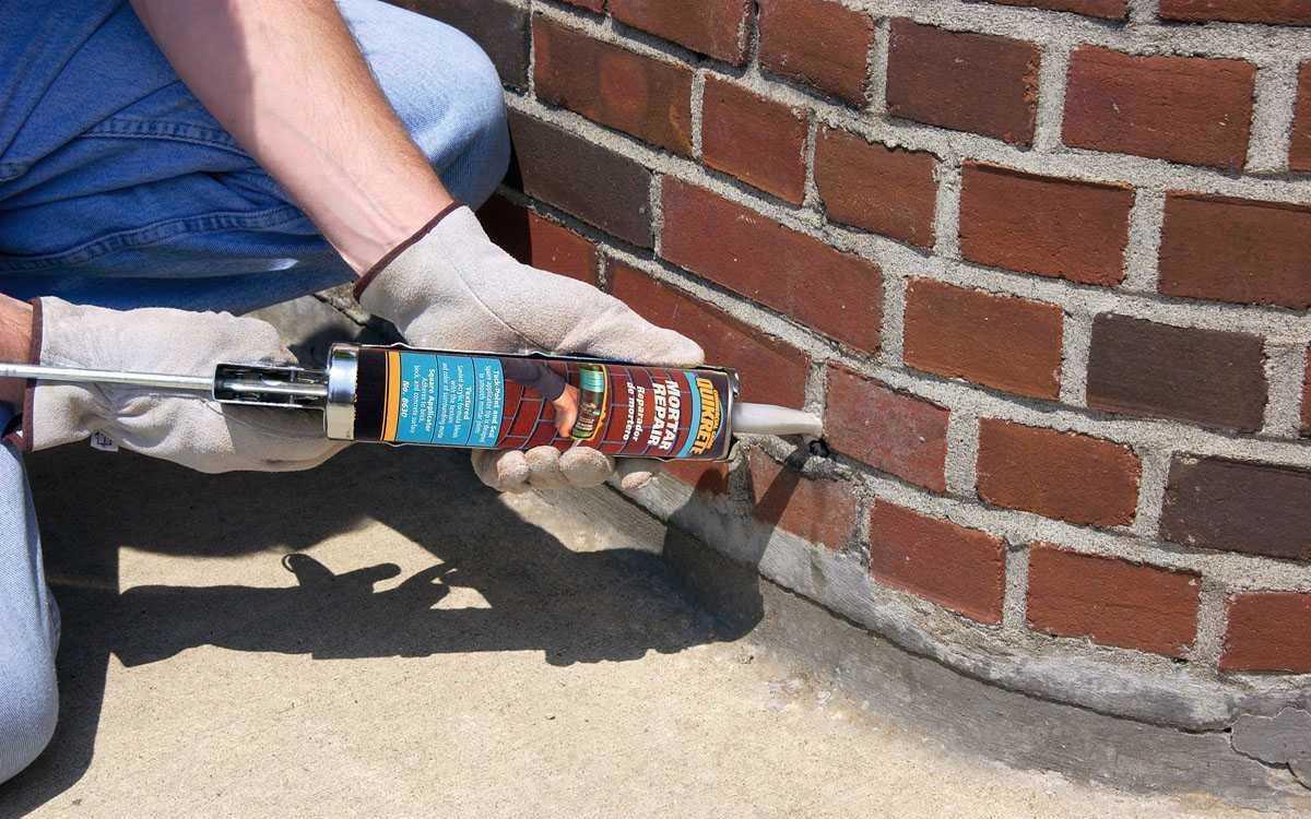 Чем уплотнить швы снаружи дома?