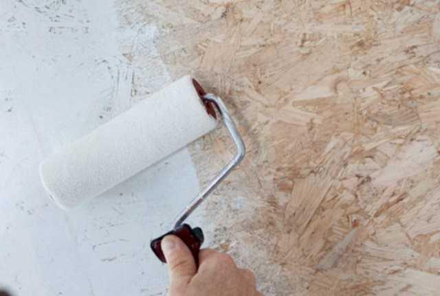 Как наклеить жидкие обои валиком: инструкция