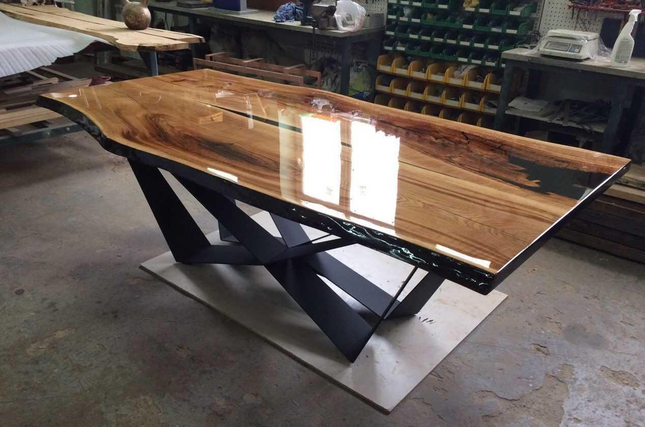 Как сделать стол из дерева и стекла?