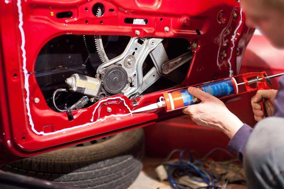 Заделка швов в автомобиле герметиком