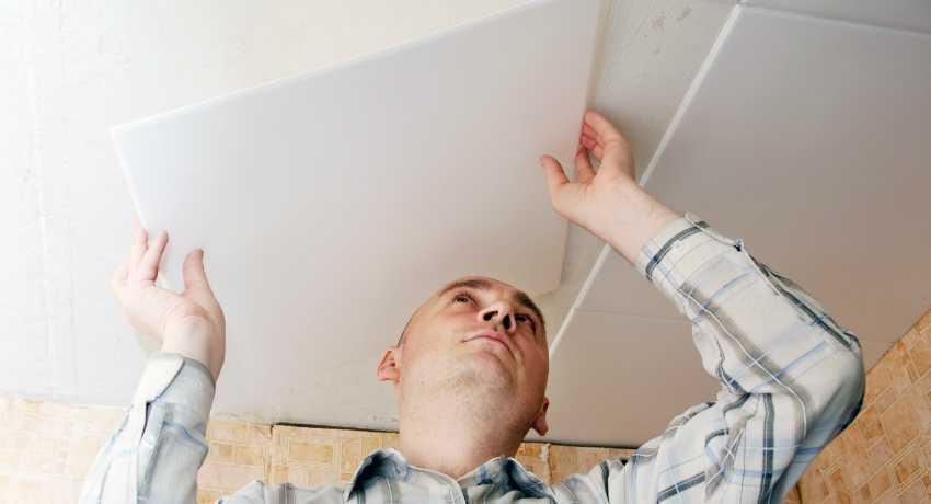 Монтаж плитки из пенопласта на потолок