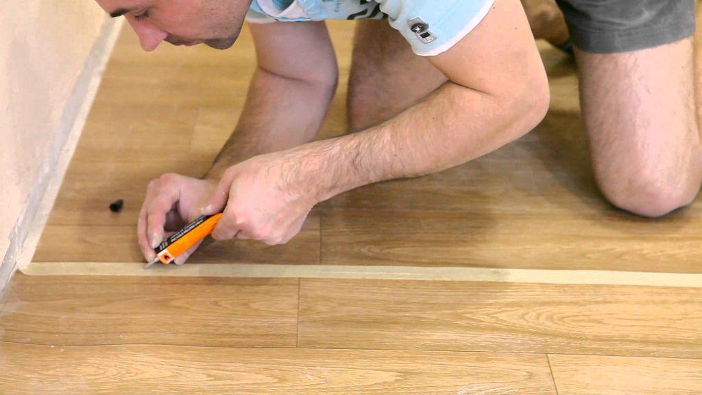 Как заделать швы напольного покрытия?