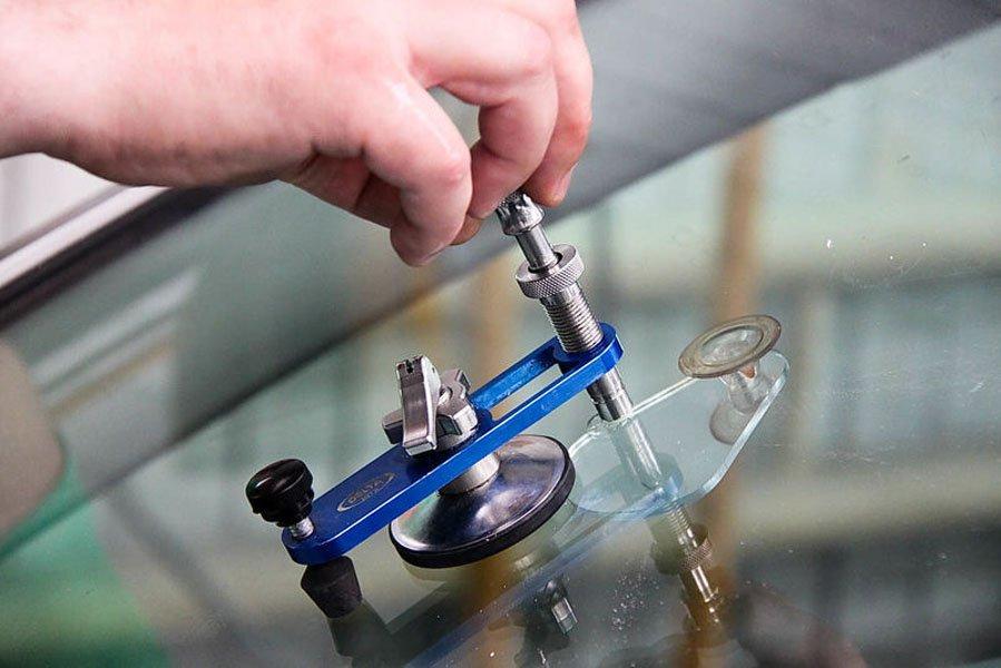 Полимерный клей для заделки сколов на лобовом